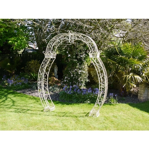 STUNNING DETAILED SCROLLED METAL GARDEN ARCH IDEAL FOR WEDDING DAYS
