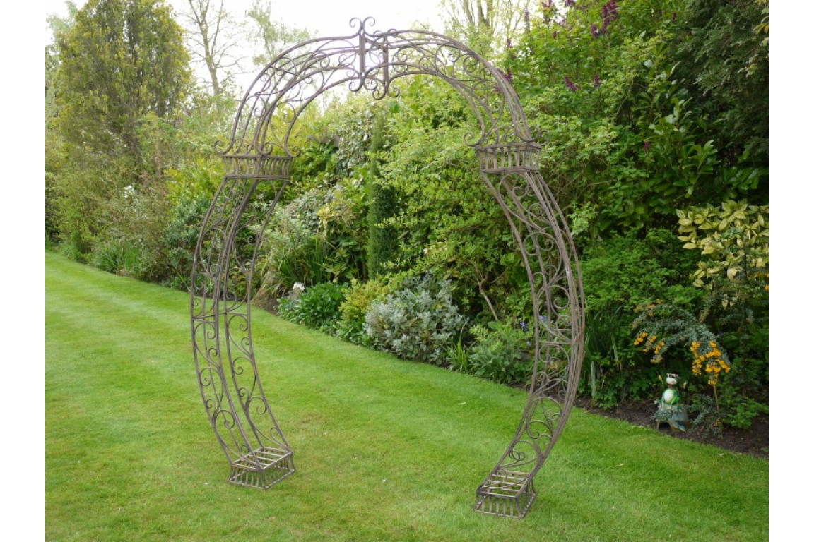 STUNNING DETAILED SCROLLED METAL GARDEN ARCH IDEAL FOR WEDDING DAYS CLIMBING ROSE
