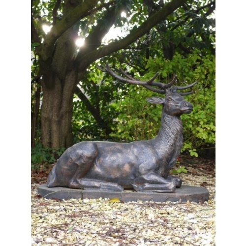 STUNNING LAYING (CAST IRON) STAG HOME OR GARDEN SCULPTURE (781)
