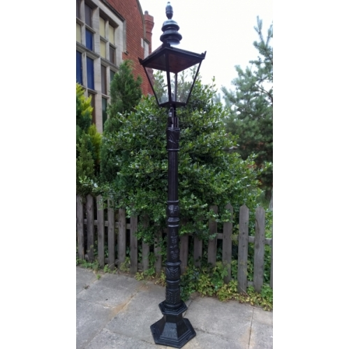 VICTORIAN STYLE LARGE CAST IRON LAMP POST AND SATIN BLACK STEEL LANTERN 105/3138
